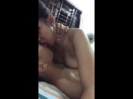 Tailandesa adolescente singando parte 2