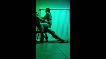 Bailarina asiática teniendo sexo con el cliente