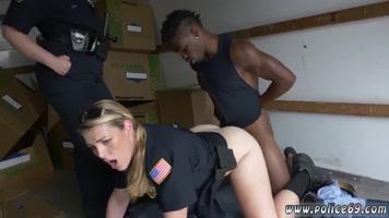 Mujeres policía teniendo sexo con el preso