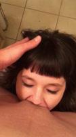 Mujer disfrutando rico sexo oral de su amiga