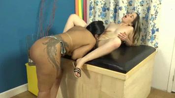 Lesbiana Brasileña comiendole el coño a su amiga