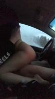 Sexo amateur en el coche del novio