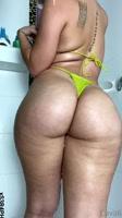 Chica de culo grande mostrando su cuerpo